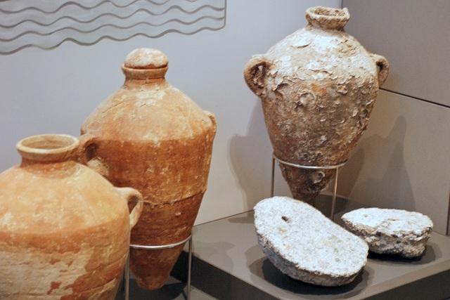 Amphora-jars-from-ancient-shipwrecks